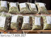 Купить «Пакеты с травяным чаем», фото № 7609357, снято 1 мая 2015 г. (c) Parmenov Pavel / Фотобанк Лори