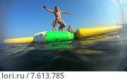 Купить «Мальчик прыгает в воду», видеоролик № 7613785, снято 1 января 2012 г. (c) Талдыкин Юрий / Фотобанк Лори
