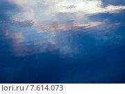 Купить «Вода. Фон.», фото № 7614073, снято 9 июля 2014 г. (c) Татьяна Белова / Фотобанк Лори