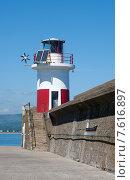 Купить «Навигационный маяк в городе Уиклоу, Ирландия», фото № 7616897, снято 5 июня 2013 г. (c) Татьяна Кахилл / Фотобанк Лори