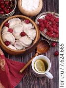 Купить «Домашние вареники с вишней и малиной», фото № 7624665, снято 27 июня 2015 г. (c) Марина Володько / Фотобанк Лори