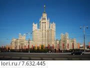 Высотное здание на Котельнической набережной. Вид с Москвы-реки (2015 год). Стоковое фото, фотограф Малахов Алексей / Фотобанк Лори