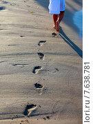 Купить «Прогулка по берегу моря», фото № 7638781, снято 24 июня 2015 г. (c) Морозова Татьяна / Фотобанк Лори