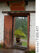 Doorway of Talo Monastery, Talo Goemba, Punakha Valley, Punakha District, Bhutan (2010 год). Стоковое фото, фотограф Keith Levit / Ingram Publishing / Фотобанк Лори