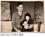 Купить «Бабушка с внуком фото 1962 год из семейного архива», фото № 7651489, снято 3 июля 2015 г. (c) Инга Прасолова / Фотобанк Лори
