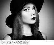 Купить «Fashion photo of young magnificent woman in hat. Girl posing», фото № 7652889, снято 7 июля 2014 г. (c) Ingram Publishing / Фотобанк Лори