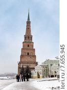 Купить «Падающая башня Сююмбике в Казанском кремле», эксклюзивное фото № 7655945, снято 27 ноября 2014 г. (c) Сергей Лаврентьев / Фотобанк Лори