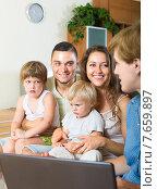 Купить «parents with daughters and social worker», фото № 7659897, снято 19 июля 2014 г. (c) Яков Филимонов / Фотобанк Лори