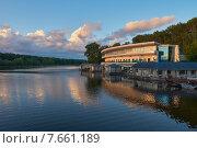 Купить «Джамгаровский пруд, Москва, Россия», фото № 7661189, снято 2 июля 2015 г. (c) Константин Гуща / Фотобанк Лори