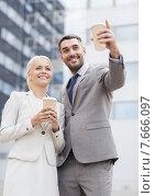 Купить «smiling businessmen with paper cups outdoors», фото № 7666097, снято 19 августа 2014 г. (c) Syda Productions / Фотобанк Лори