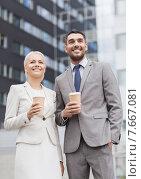 Купить «smiling businessmen with paper cups outdoors», фото № 7667081, снято 19 августа 2014 г. (c) Syda Productions / Фотобанк Лори