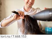 Купить «close up of stylist making hairdo at salon», фото № 7668153, снято 15 февраля 2015 г. (c) Syda Productions / Фотобанк Лори