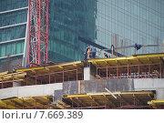 Купить «Строительство небоскрёба в Москва-Сити», фото № 7669389, снято 9 июля 2015 г. (c) Павел Москаленко / Фотобанк Лори