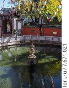 Купить «Красивый китайский сад с прудом», фото № 7671021, снято 1 ноября 2014 г. (c) Василий Кочетков / Фотобанк Лори