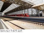 """Купить «Красный поезд """"Аэроэкспресс"""" на Киевском вокзале. Москва», фото № 7677221, снято 14 мая 2015 г. (c) Владимир Журавлев / Фотобанк Лори"""