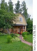 Купить «Загородный летний дом», эксклюзивное фото № 7678165, снято 28 июня 2015 г. (c) Александр Замараев / Фотобанк Лори