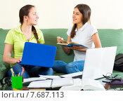 Highschool students studying at home. Стоковое фото, фотограф Яков Филимонов / Фотобанк Лори