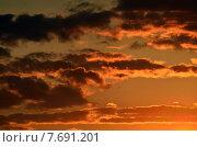 Купить «Небесный пейзаж в оранжевых тонах», фото № 7691201, снято 21 января 2014 г. (c) Сергей Трофименко / Фотобанк Лори