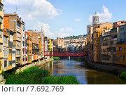 Купить «Onyar at Girona in sunny day. Catalonia», фото № 7692769, снято 12 июня 2014 г. (c) Яков Филимонов / Фотобанк Лори