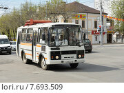 Купить «Рейсовый автобус в Калуге, переоборудованый на работу от природного газа», фото № 7693509, снято 8 мая 2015 г. (c) Денис Ларкин / Фотобанк Лори