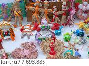 Купить «Традиционные русские куклы-обереги из натурального природного материала», эксклюзивное фото № 7693885, снято 11 июля 2015 г. (c) Svet / Фотобанк Лори