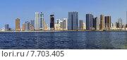 Купить «Панорама небоскребов и набережной лагуны в городе Шарджа, ОАЭ», фото № 7703405, снято 27 октября 2014 г. (c) SevenOne / Фотобанк Лори
