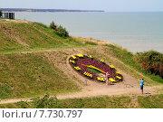 """Купить «Ейск. Большие действующие часы на берегу у пляжа """"Каменка""""», фото № 7730797, снято 13 июля 2015 г. (c) A Челмодеев / Фотобанк Лори"""