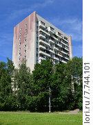 Купить «Четырнадцатиэтажный одноподъездный блочный жилой дом серии И-209. Проезд Шокальского, 57, корпус 2. Москва», эксклюзивное фото № 7744101, снято 3 июля 2015 г. (c) lana1501 / Фотобанк Лори