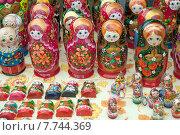 Купить «Матрёшки, русский национальный сувенир, символичный подарок», эксклюзивное фото № 7744369, снято 11 июля 2015 г. (c) Svet / Фотобанк Лори