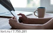 Купить «Девушка со смартфоном в руках», видеоролик № 7750281, снято 18 июля 2015 г. (c) Константин Колосов / Фотобанк Лори