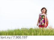 Девушка в разноцветном платье на зеленой траве. Стоковое фото, фотограф Оксюта Виктор / Фотобанк Лори