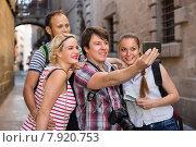 Купить «Young travelers doing selfie», фото № 7920753, снято 18 февраля 2019 г. (c) Яков Филимонов / Фотобанк Лори