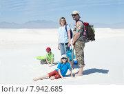 """Купить «Путешествующая семья с двумя детьми в парке """"Белые пески"""", штат Нью Мексико, США», фото № 7942685, снято 24 марта 2014 г. (c) Ирина Кожемякина / Фотобанк Лори"""