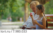 Купить «Девочка пускает мыльные пузыри со своей бабушкой в парке», видеоролик № 7980033, снято 20 июня 2015 г. (c) Tatiana Kravchenko / Фотобанк Лори