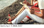Купить «Молодая пара пишет письма на пляже», видеоролик № 7984597, снято 18 июня 2015 г. (c) Tatiana Kravchenko / Фотобанк Лори