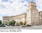 Купить «Ленинский проспект, дом № 30», эксклюзивное фото № 8092473, снято 23 июля 2015 г. (c) Алёшина Оксана / Фотобанк Лори