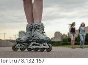 Купить «Женские ноги в роликовых коньках на фоне Свердловской набережной. Санкт-Петербург», фото № 8132157, снято 20 июня 2015 г. (c) Ивашков Александр / Фотобанк Лори