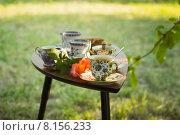 Столик две чашки капучино и печенье. Стоковое фото, фотограф Друзюк Олександр Степанович / Фотобанк Лори