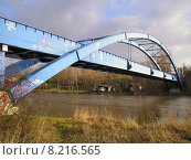 Купить «blue steel bridge oil tube», фото № 8216565, снято 19 февраля 2019 г. (c) PantherMedia / Фотобанк Лори