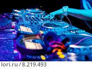 Купить «Микшерский пульт диджея», фото № 8219493, снято 6 ноября 2011 г. (c) Максим Блинков / Фотобанк Лори