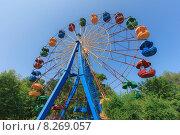 Купить «Колесо обозрения в Кургане», эксклюзивное фото № 8269057, снято 22 июля 2015 г. (c) Иван Карпов / Фотобанк Лори
