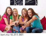Купить «smiling smile sitting sofa friendship», фото № 8311981, снято 20 сентября 2019 г. (c) PantherMedia / Фотобанк Лори