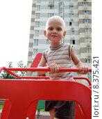 Светловолосый ребенок на детской площадке. Стоковое фото, фотограф Лилия Линкевич / Фотобанк Лори