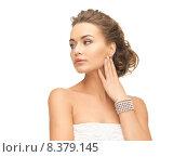 Купить «woman with pearl earrings and bracelet», фото № 8379145, снято 17 марта 2013 г. (c) Syda Productions / Фотобанк Лори