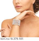 Купить «woman with pearl earrings and bracelet», фото № 8379181, снято 17 марта 2013 г. (c) Syda Productions / Фотобанк Лори