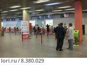 Купить «Стойки регистрации на рейсы в аэропорту Кольцово в Екатеринбурге», фото № 8380029, снято 11 июля 2015 г. (c) Кекяляйнен Андрей / Фотобанк Лори