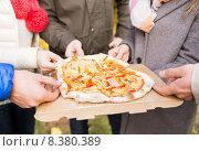 Купить «close up of friends hands eating pizza outdoors», фото № 8380389, снято 4 октября 2014 г. (c) Syda Productions / Фотобанк Лори