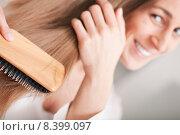 Купить «woman hair brush bathroom brushing», фото № 8399097, снято 5 июля 2020 г. (c) PantherMedia / Фотобанк Лори
