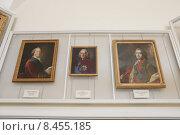Купить «Москва,  портреты знатных в Историческом музее», эксклюзивное фото № 8455185, снято 2 мая 2015 г. (c) Дмитрий Неумоин / Фотобанк Лори