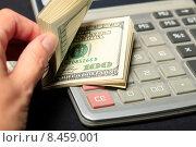 Купить «Подсчет доходов», эксклюзивное фото № 8459001, снято 28 июля 2015 г. (c) Яна Королёва / Фотобанк Лори